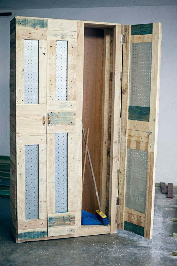 Multipurpose pallet cupboard with doors made of eucatex plates