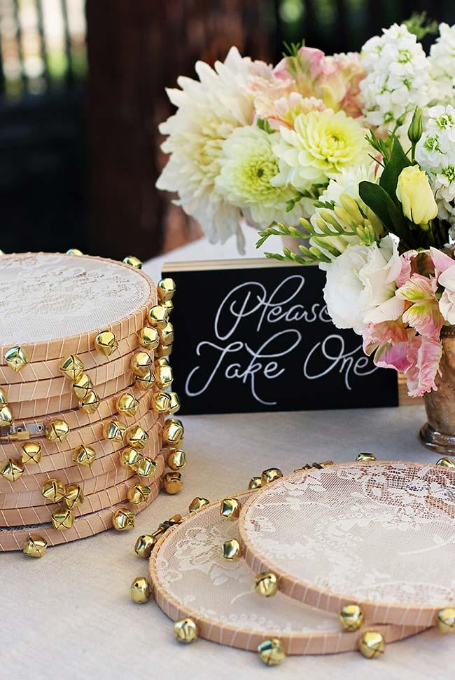 To liven up the party and distribute to the guests: tambourines made with lace and golden balls