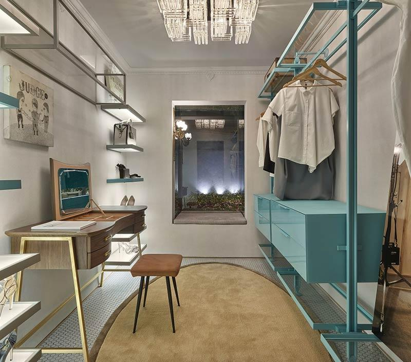 Closet with thin and delicate air