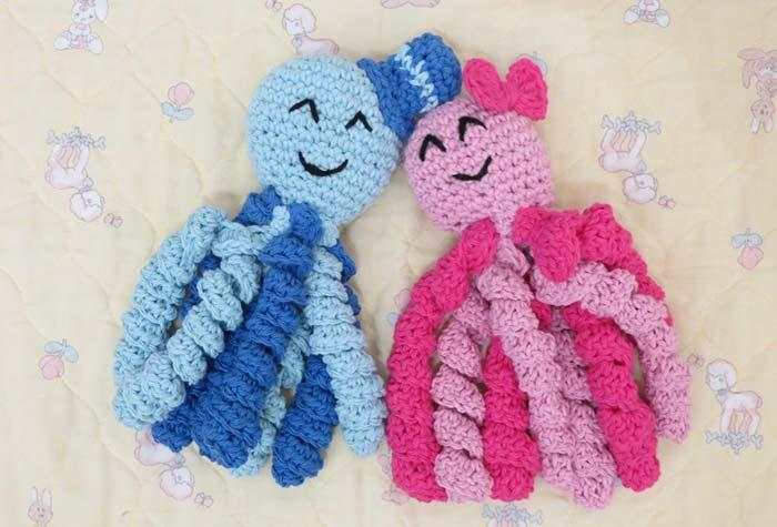 Mini crochet octopus couple