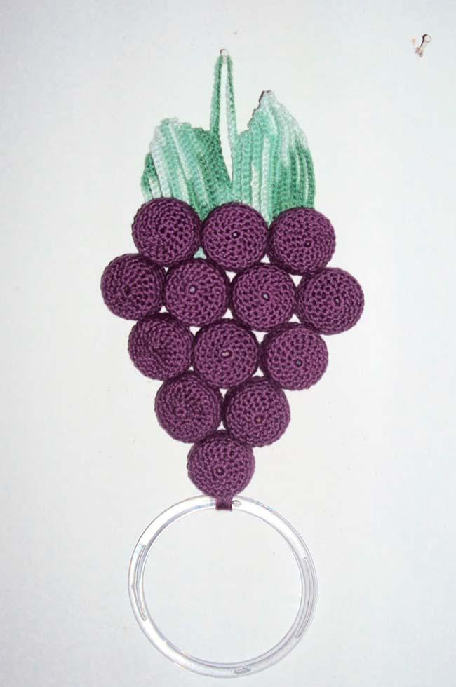 Bowl of grapes as dish cloth holder