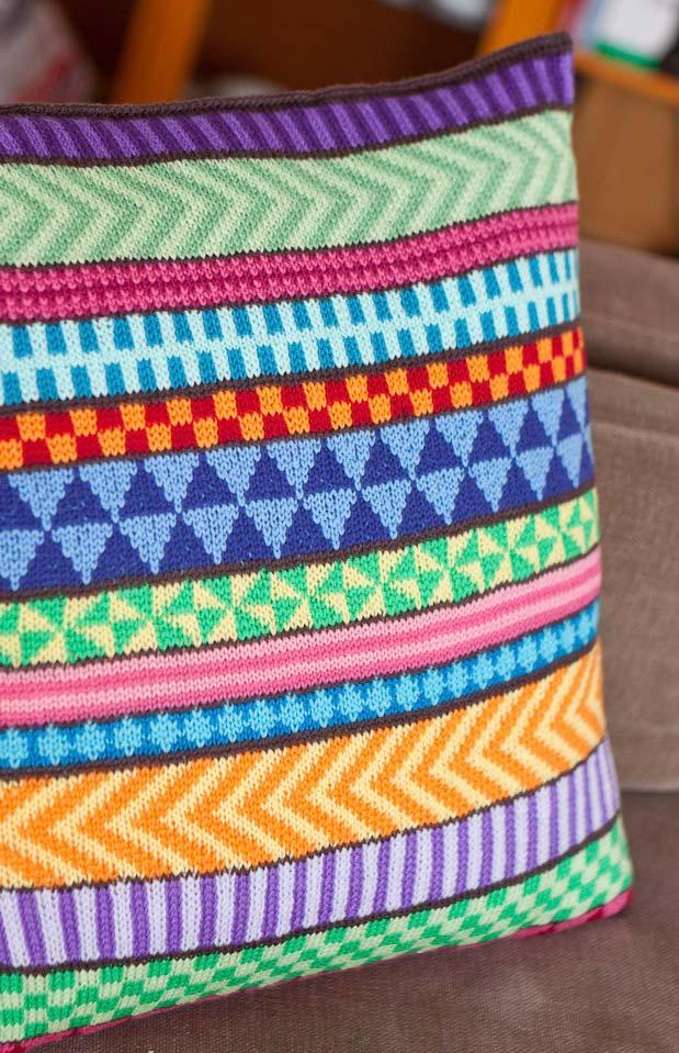 Different shapes on the crochet cushion cover