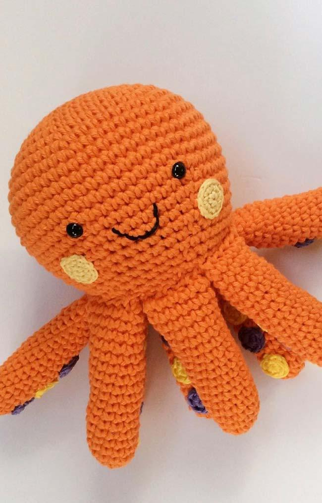Colored polka dots under each octopus tentacle imitate the real shape of the animal