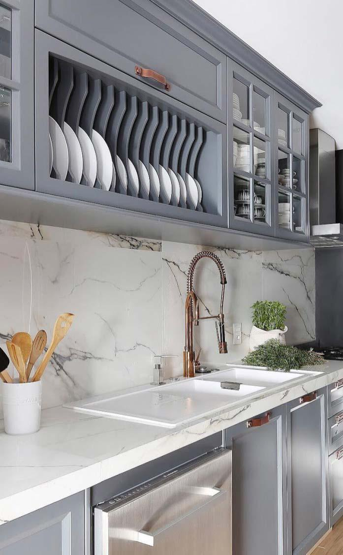 White marble leaves the environment clean and smooth