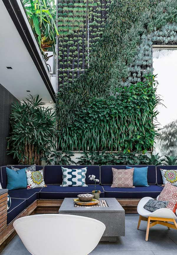 Combination of cushions for couch in outdoor area