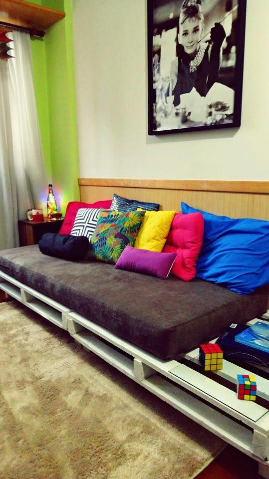 Pallet sofa for bedroom