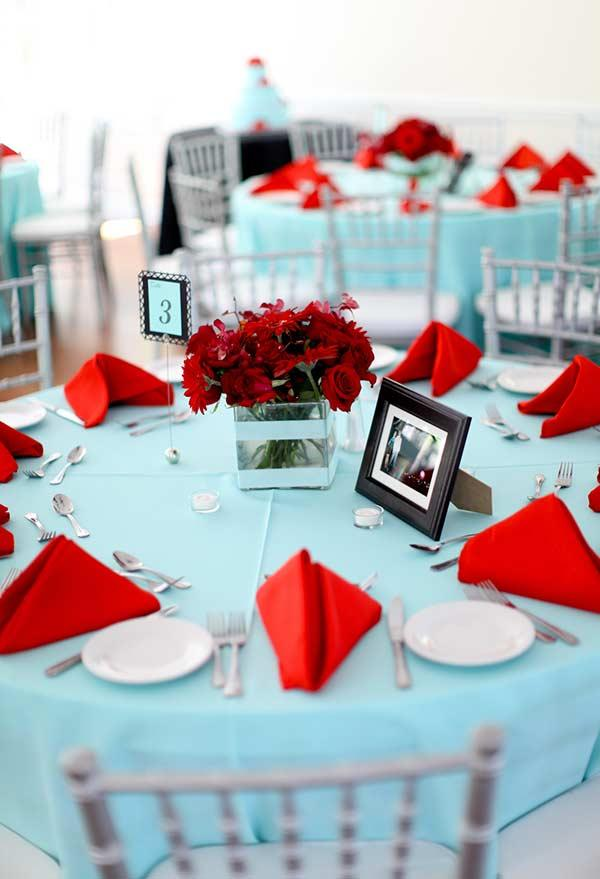 Tiffany blue, red and white combination in the wedding