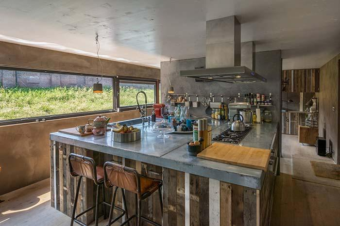 Gourmet kitchen with pallet countertop