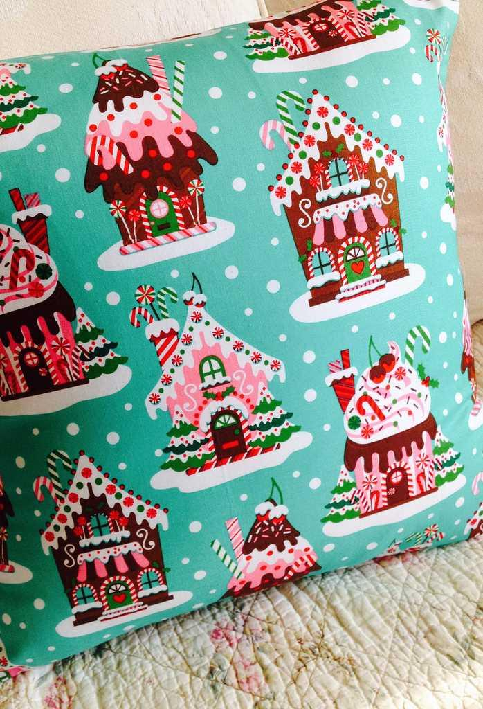 Christmas Cushions: 60 Decorating Ideas and How to Make 10
