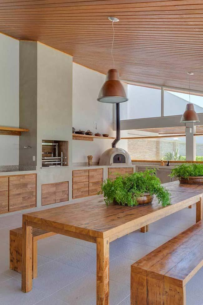 Barbecue with wood and concrete: perfect balance!