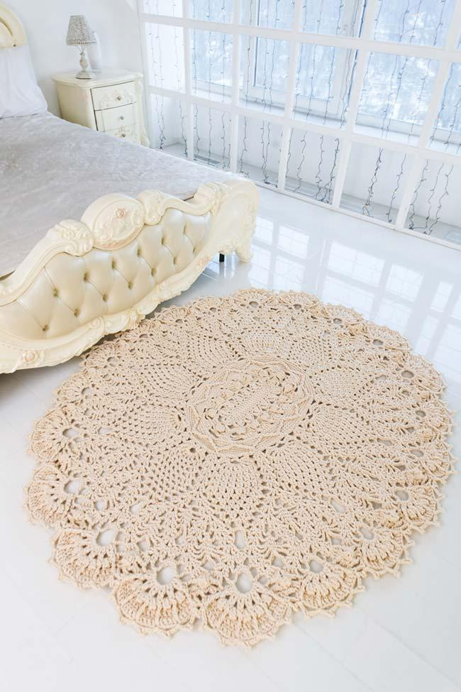 Round crocheted plain rug with applied flowers