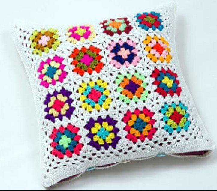 Cushion-of-croche-with-flowers-12