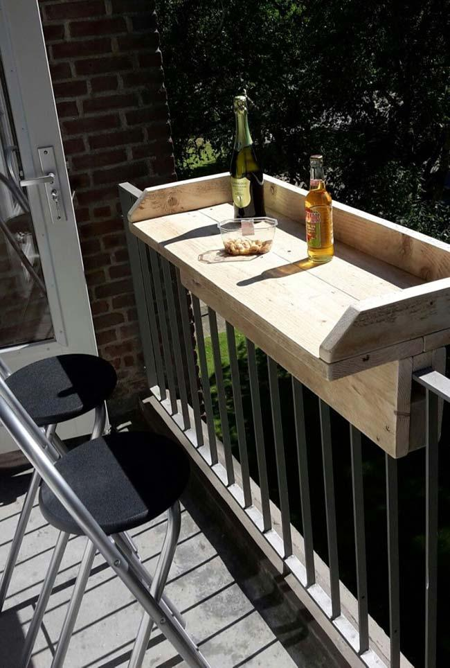 Pallet balcony stand