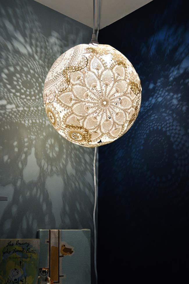 Pendant chandelier in ball coated with lace