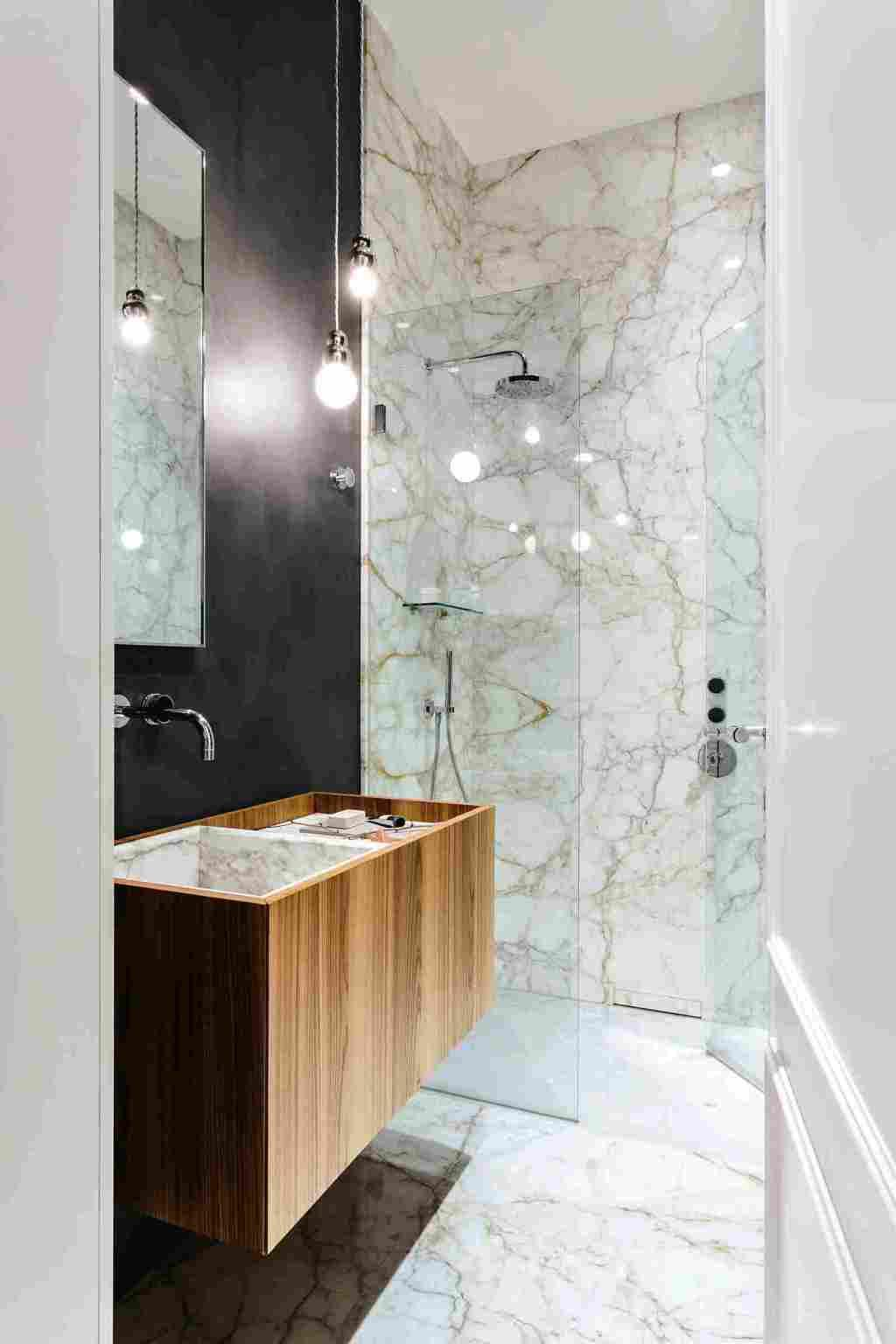 Remarkable shades in beige shades of the Paraná Marble