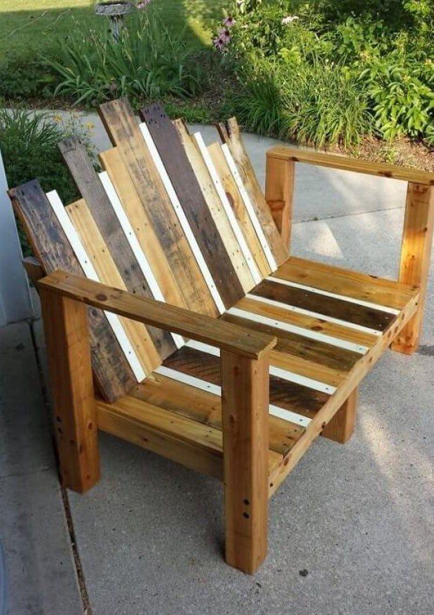 Deconstructed model of pallet armchair for external area