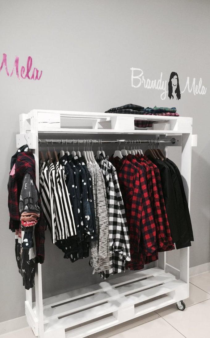 Open pallet wardrobe with caster