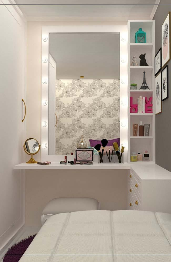 Small dressing table hanging