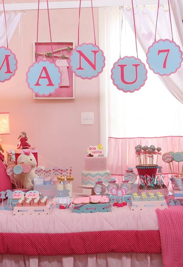 Soft and cheerful table for pajama party