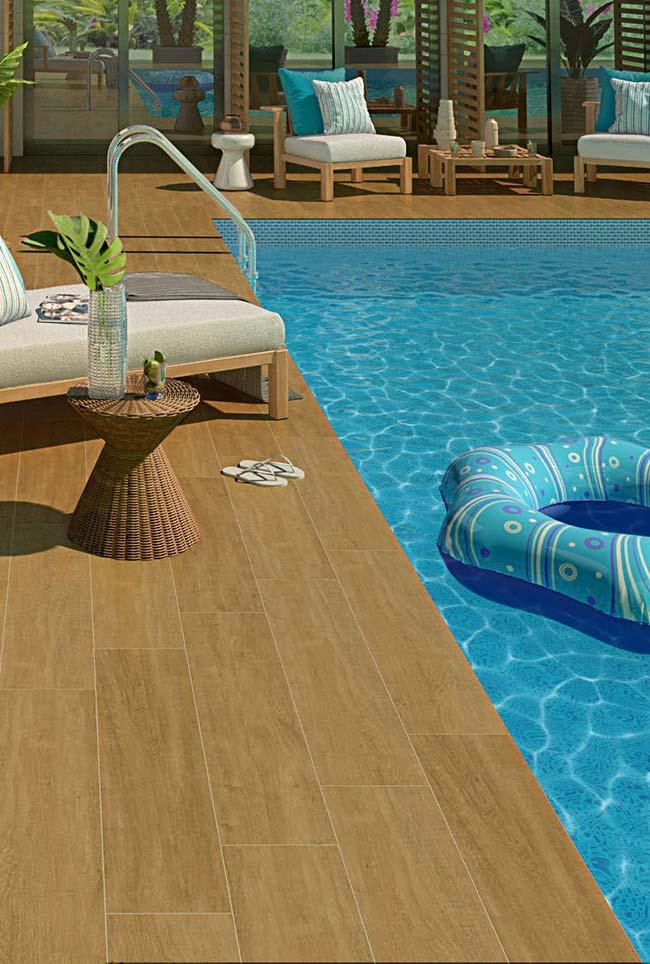 Swimming pool floor: wood-based porcelain tile