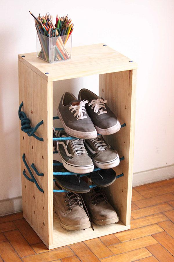Pallet shoe rack with strings