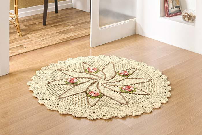 Round crochet rug welcomes anyone who arrives in the house