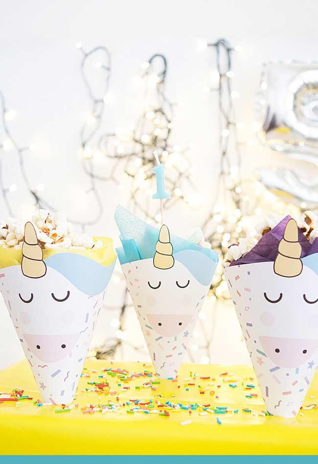 Small boxes and small hats for party decoration