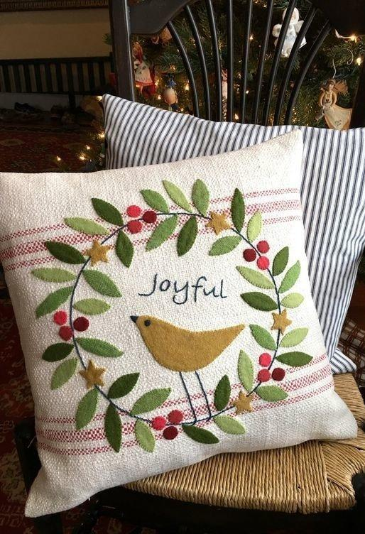 Christmas Cushions: 60 Decorating Ideas and How to Make 27