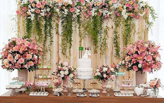 Gerbera and lilies in cheap wedding decoration