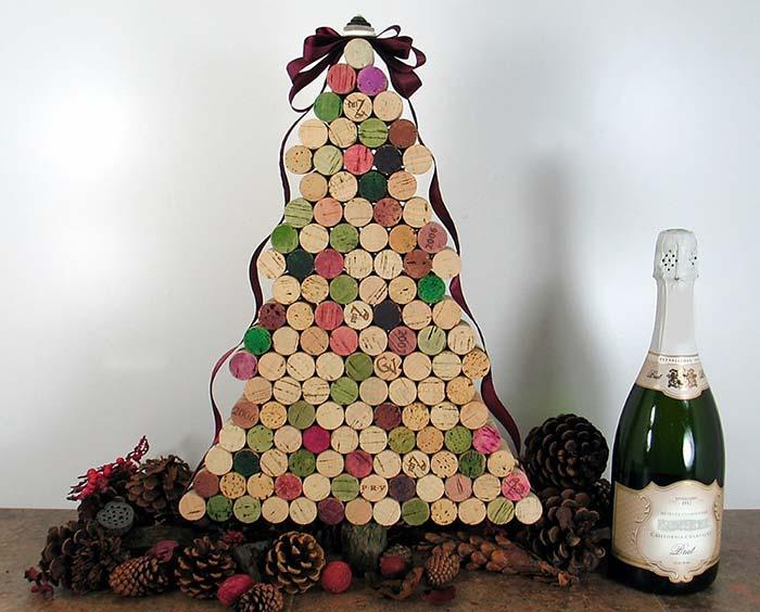 Wine Stoppers to Mount a Recycled Christmas Tree