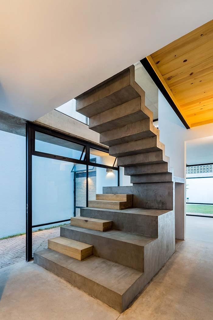 Single steps of wood on the concrete ladder