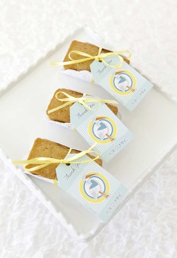 Simple cake slices for baby shower souvenir