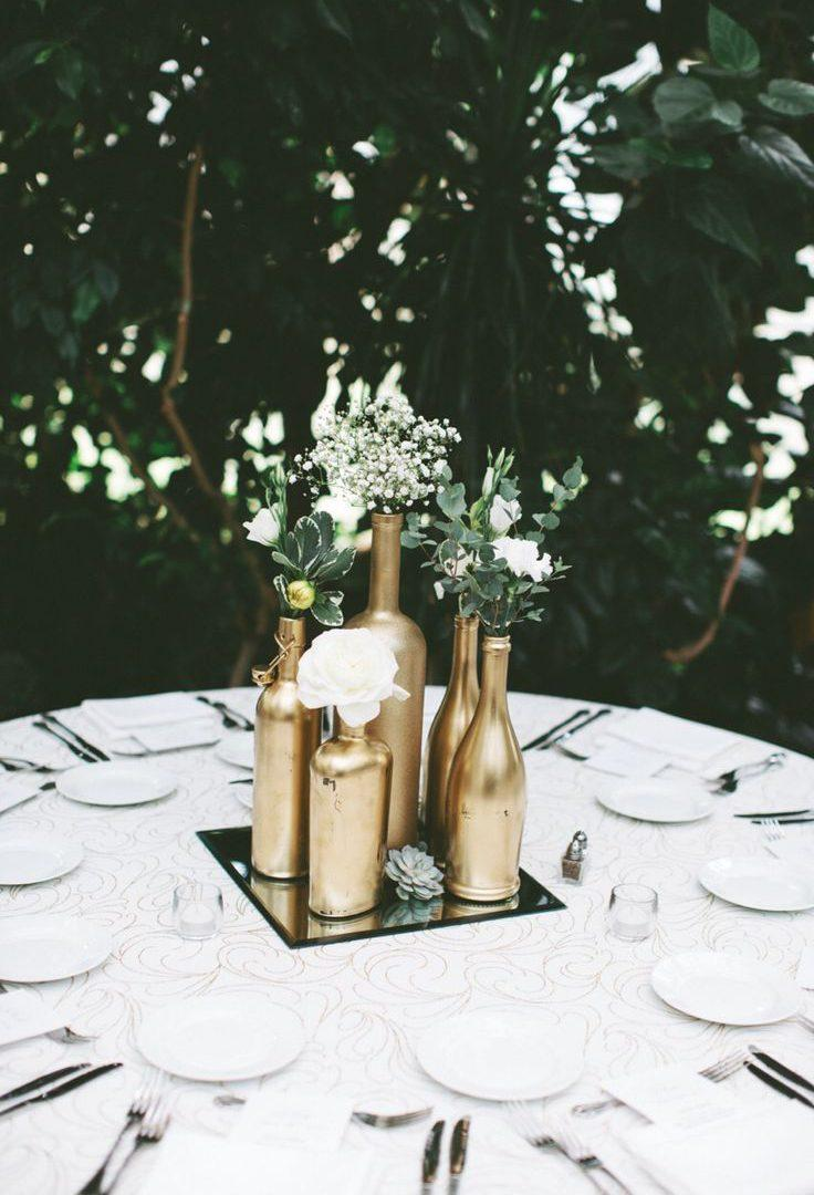Mirror in the center of the DIY wedding decoration table