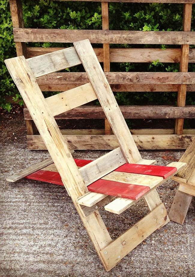 Reclining pallet armchair to enjoy the sunny days