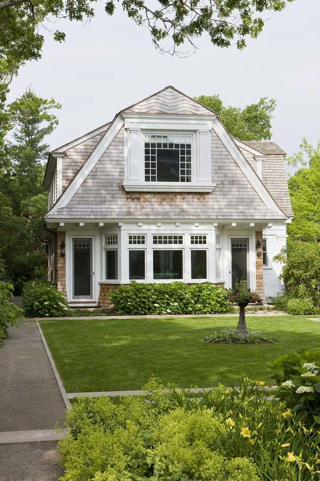 American house with roof gambrel