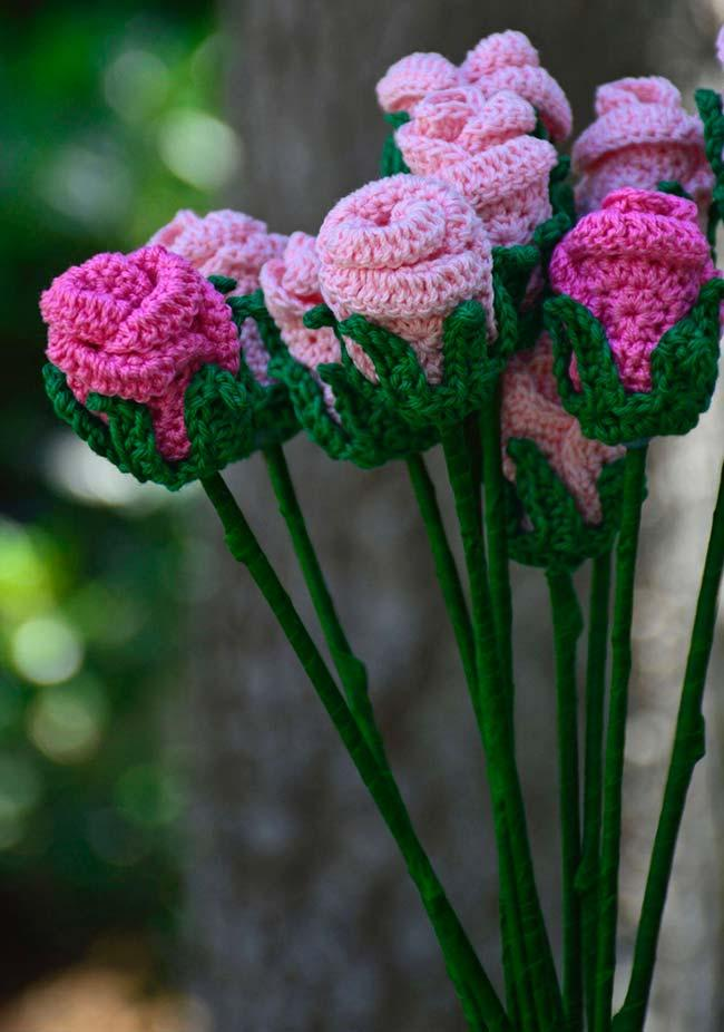 Decoration with crochet roses
