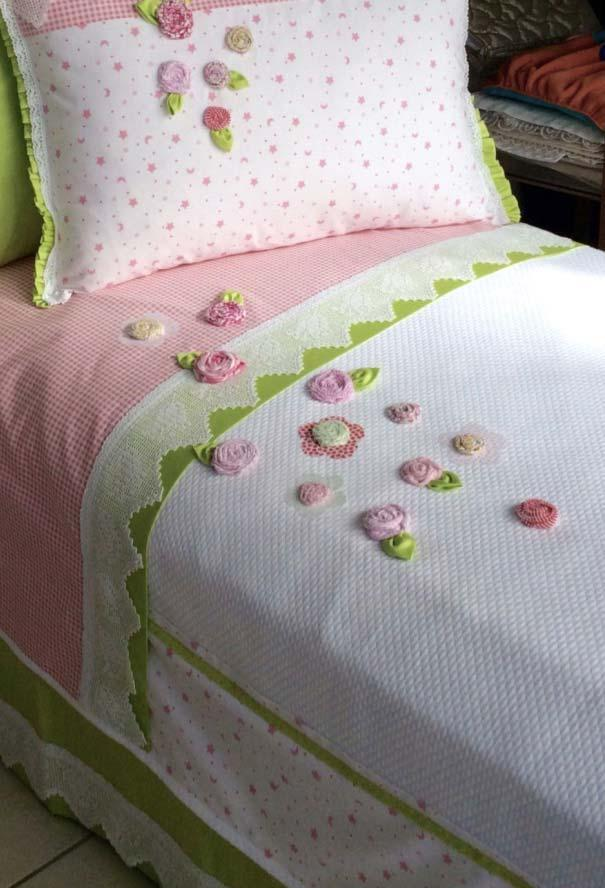 Quilt with bed fuxicos for children's bed