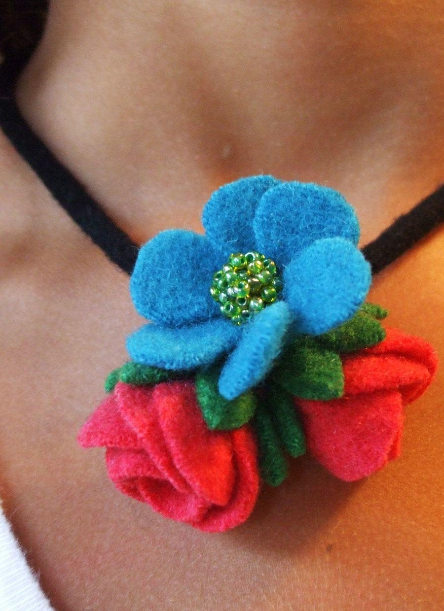 Felt Crafts: 115 Incredible Photos and Footsteps 90
