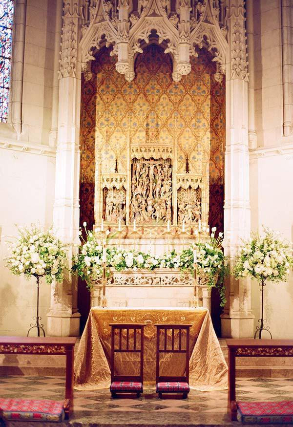 Flowers and shrubs on the walls of the altar
