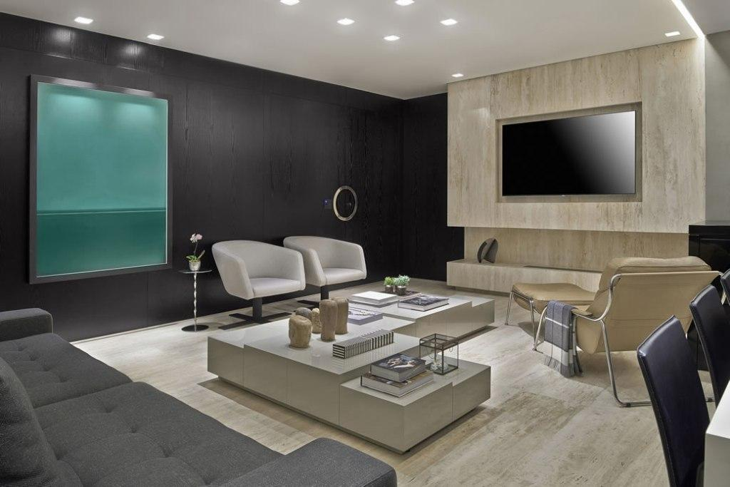 Marble Crema Marfil coats the wall where the TV was installed