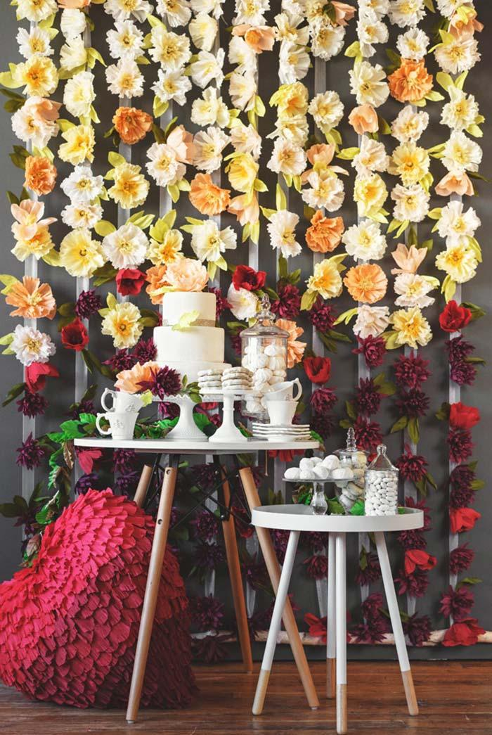 Cake table with a natural and super special flowery panel