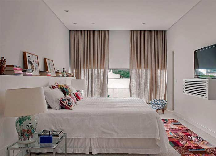 A refreshing and cozy room with the linen cloth on the curtain