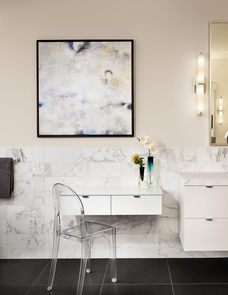 Picture-abstract-bathroom-3