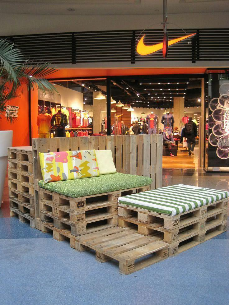 Flexible furniture with pallet sofa