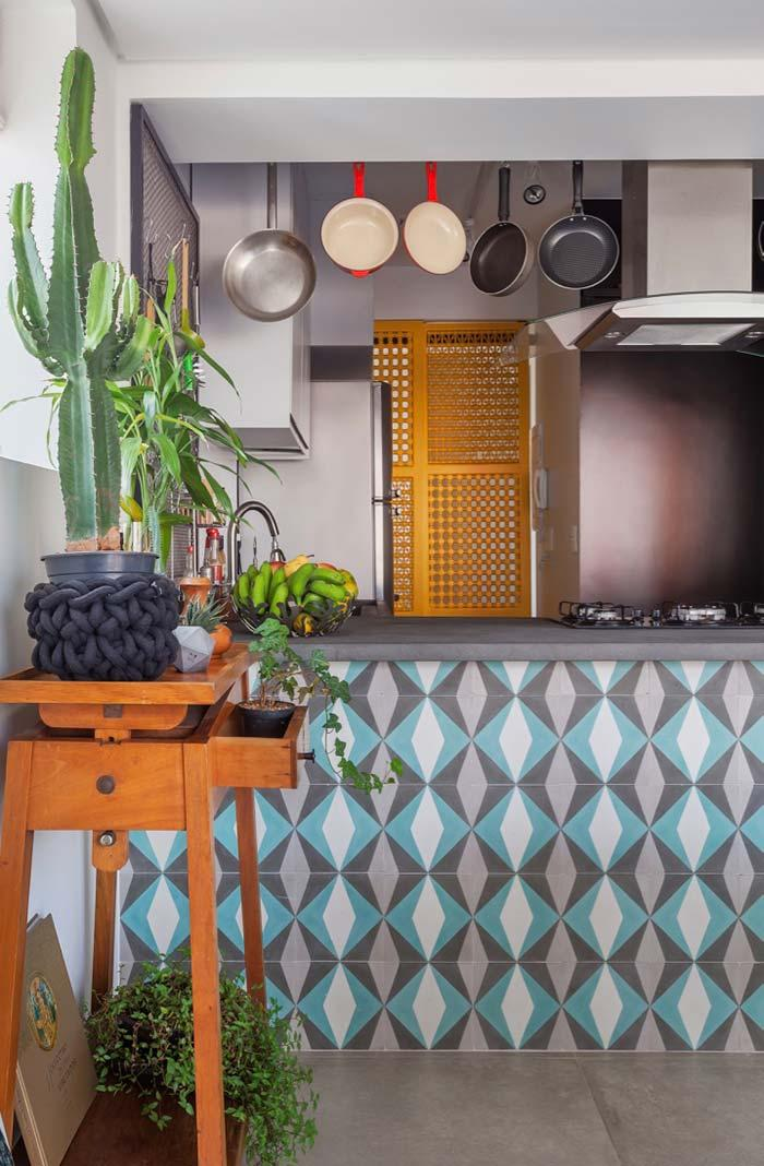 Cacti to brighten the rustic kitchen
