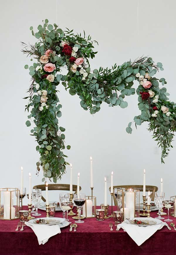 Outstanding leaf and flower arrangements