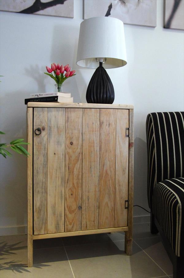Simple pallet cupboard to be used in the room