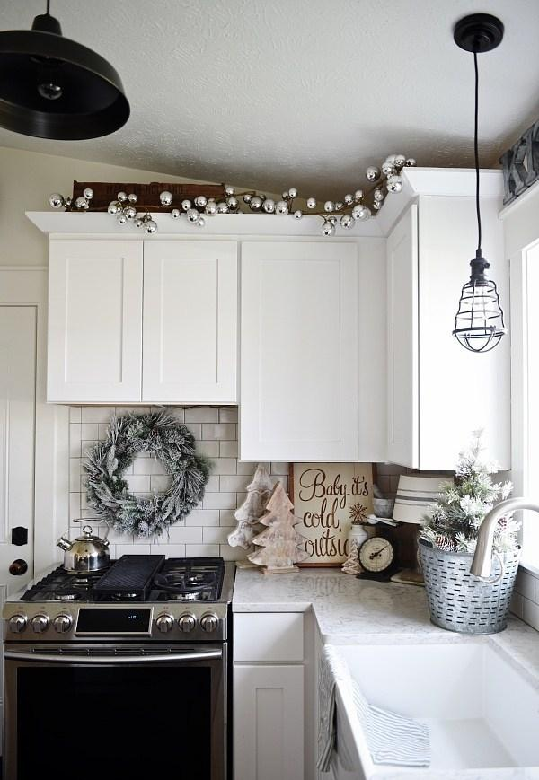 Simple and Cheap Christmas Decoration: 60 Perfect Inspiring Ideas 28