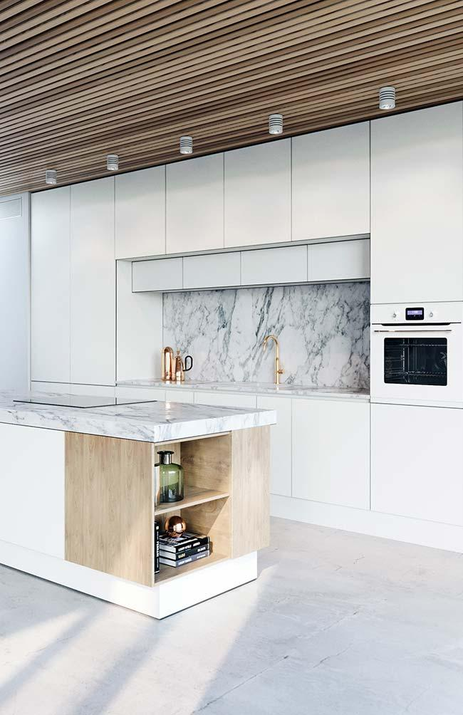 Marble and gilded metals bring luxury and sophistication to the small kitchen of decorated apartment