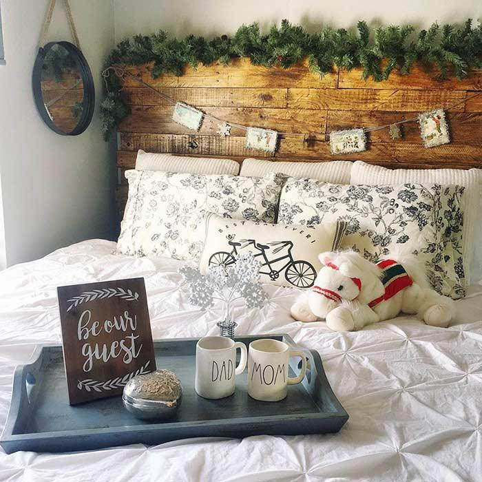 Headboard with ornaments and decorative objects